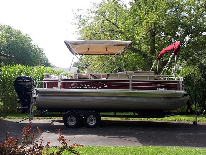 2018 Sun Tracker Fishin Barge 20 DLX Photo 11 of 24