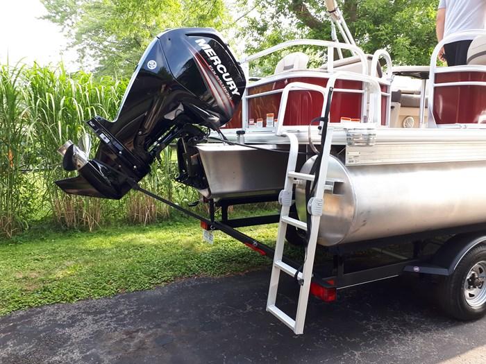 2018 Sun Tracker Fishin Barge 20 DLX Photo 14 of 24