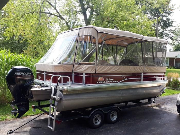 2018 Sun Tracker Fishin Barge 20 DLX Photo 21 of 24