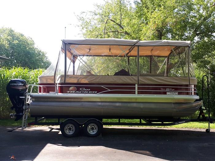 2018 Sun Tracker Fishin Barge 20 DLX Photo 22 of 24