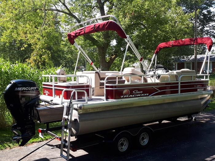 2018 Sun Tracker Fishin Barge 20 DLX Photo 23 of 24