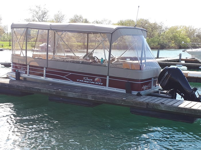 2018 Sun Tracker Fishin Barge 20 DLX Photo 24 of 24