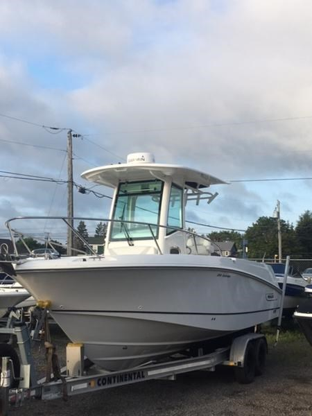 2015 Boston Whaler 250 Outrage Photo 1 of 11