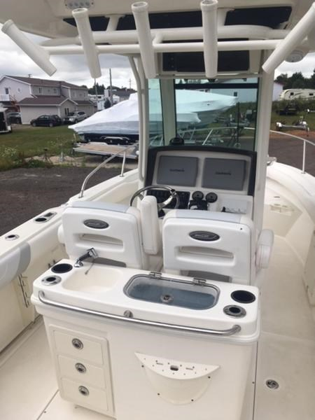 2015 Boston Whaler 250 Outrage Photo 3 of 11