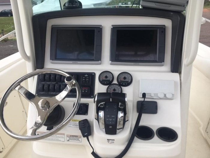 2015 Boston Whaler 250 Outrage Photo 4 of 11