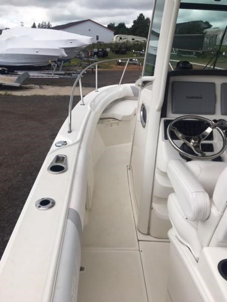 2015 Boston Whaler 250 Outrage Photo 9 of 11