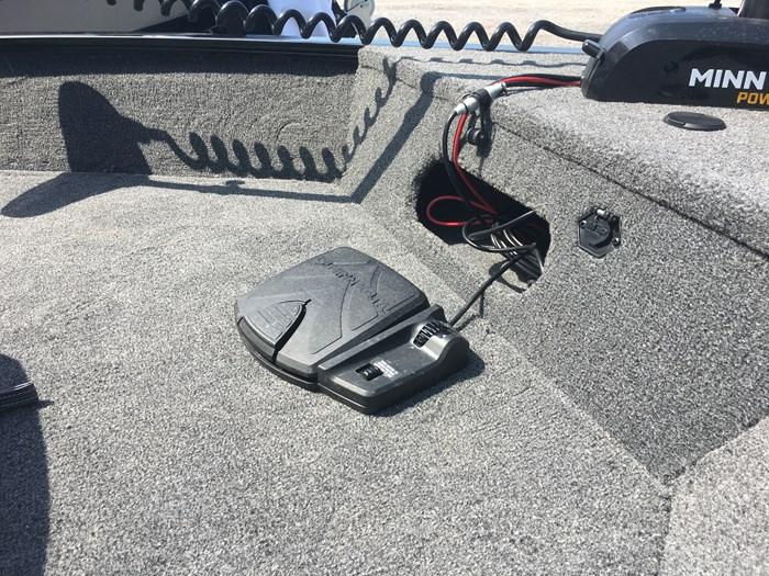 2020 Lowe Fm 1675 60 HP 4 Stroke Trolling Motor Trailer Photo 20 sur 22