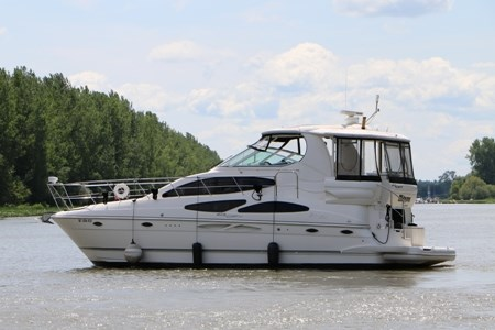 2007 Cruisers Yachts 415 Express Motor Yacht Photo 2 of 24