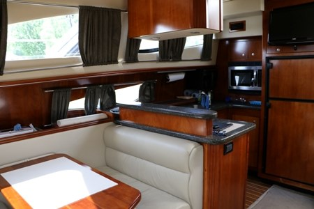 2007 Cruisers Yachts 415 Express Motor Yacht Photo 5 of 24