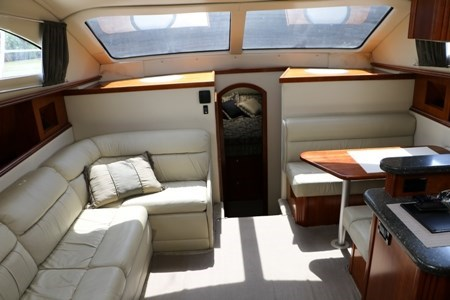 2007 Cruisers Yachts 415 Express Motor Yacht Photo 9 of 24