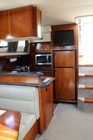 2007 Cruisers Yachts 415 Express Motor Yacht Photo 10 of 24