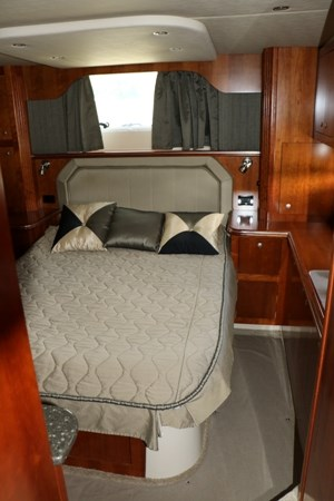 2007 Cruisers Yachts 415 Express Motor Yacht Photo 13 of 24
