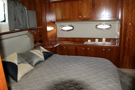 2007 Cruisers Yachts 415 Express Motor Yacht Photo 17 of 24