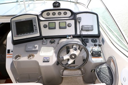 2007 Cruisers Yachts 415 Express Motor Yacht Photo 19 of 24