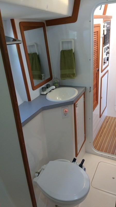 1998 Endeavour Catamaran 30 Mark II Photo 24 of 60