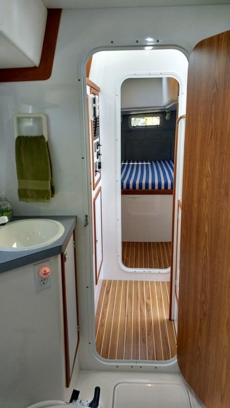 1998 Endeavour Catamaran 30 Mark II Photo 28 of 60