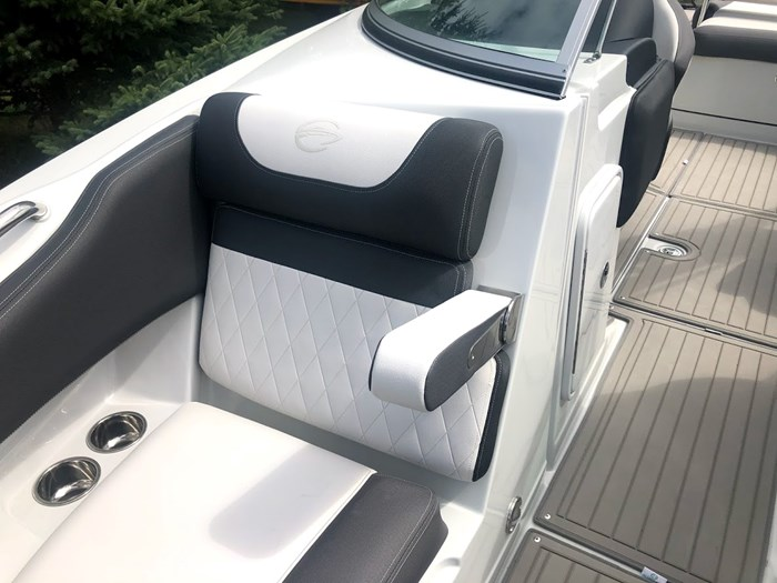 2020 Crownline E235 Surf Photo 15 of 26