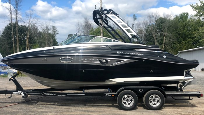 2020 Crownline E235 Surf Photo 1 of 26