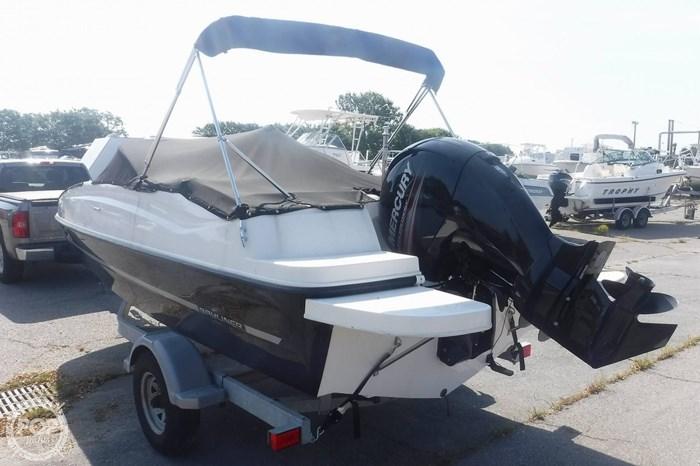 2016 Bayliner 190 Deckboat Photo 2 sur 20