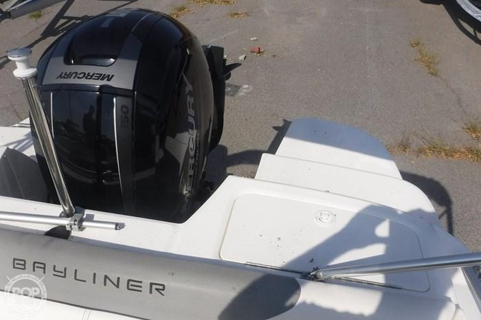 2016 Bayliner 190 Deckboat Photo 16 sur 20