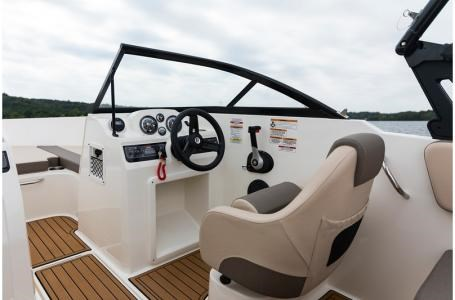 2019 Bayliner VR4 Bowrider Photo 12 sur 36
