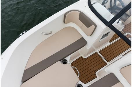 2019 Bayliner VR4 Bowrider Photo 11 sur 36