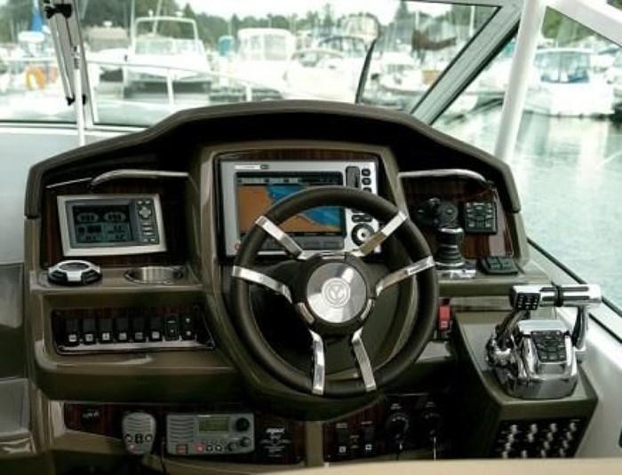 2014 Cruisers Yachts 350 Express Photo 5 of 24