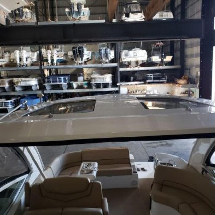 2014 Cruisers Yachts 350 Express Photo 9 of 24
