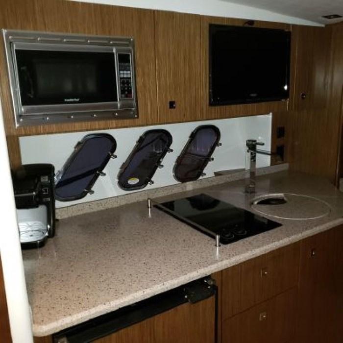 2014 Cruisers Yachts 350 Express Photo 10 of 24