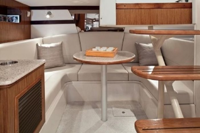 2014 Cruisers Yachts 350 Express Photo 13 of 24