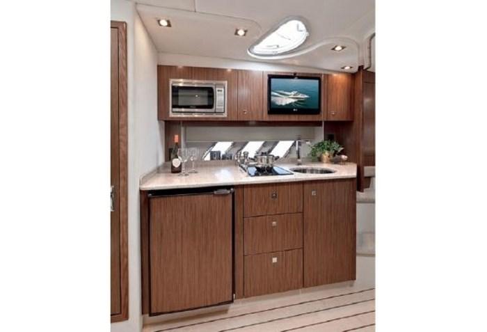 2014 Cruisers Yachts 350 Express Photo 14 of 24