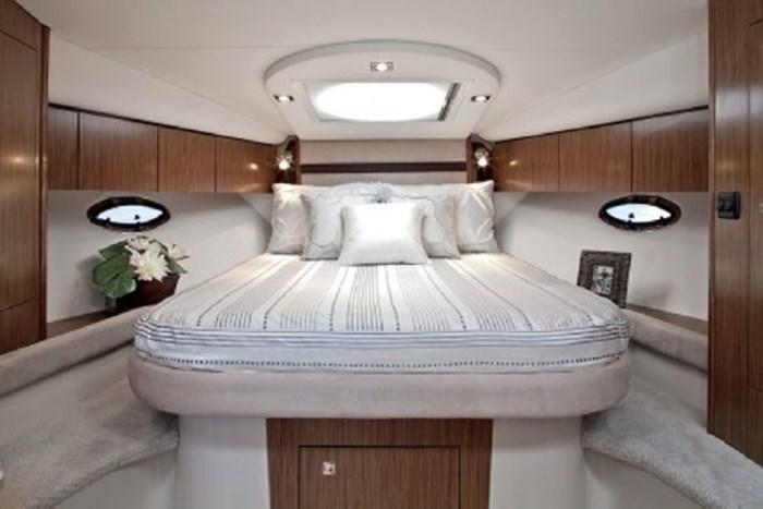 2014 Cruisers Yachts 350 Express Photo 15 of 24