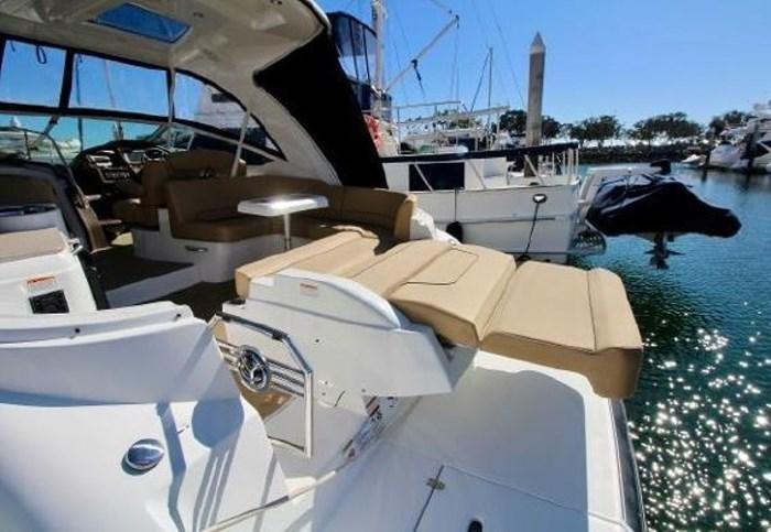 2014 Cruisers Yachts 350 Express Photo 19 of 24