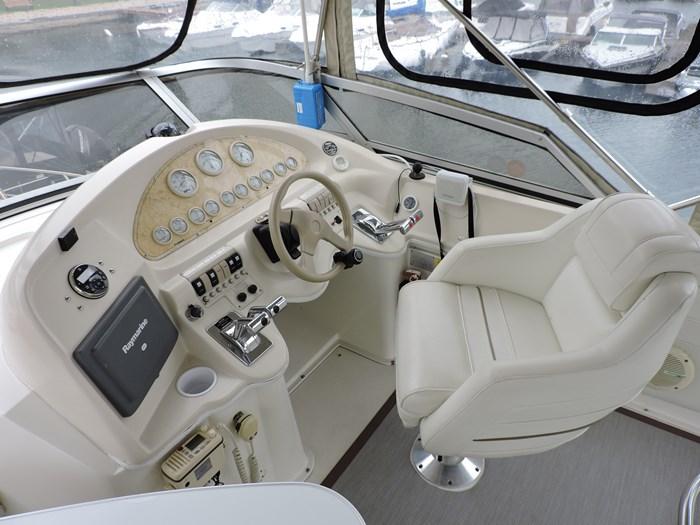 1997 Cruisers Yachts 3650 Motor Yacht Photo 21 of 74