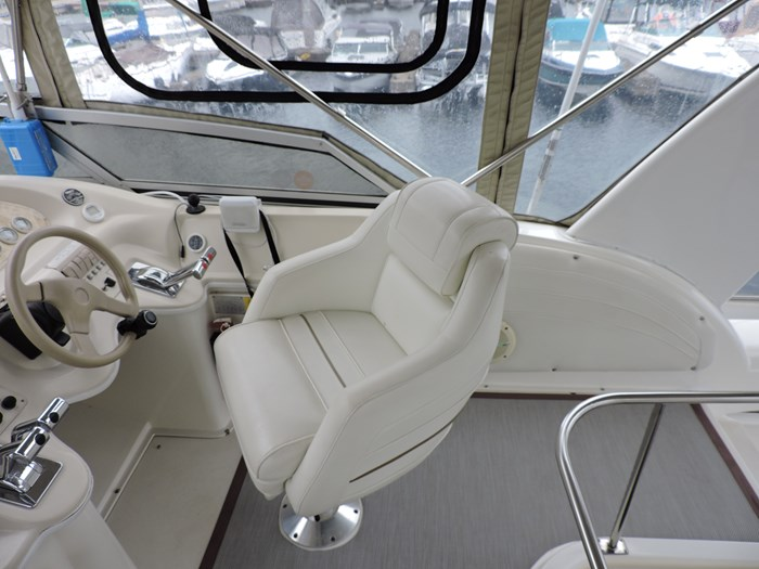 1997 Cruisers Yachts 3650 Motor Yacht Photo 24 of 74