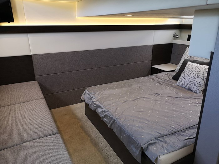 2019 Cruisers Yachts 42 Cantius Photo 11 sur 20