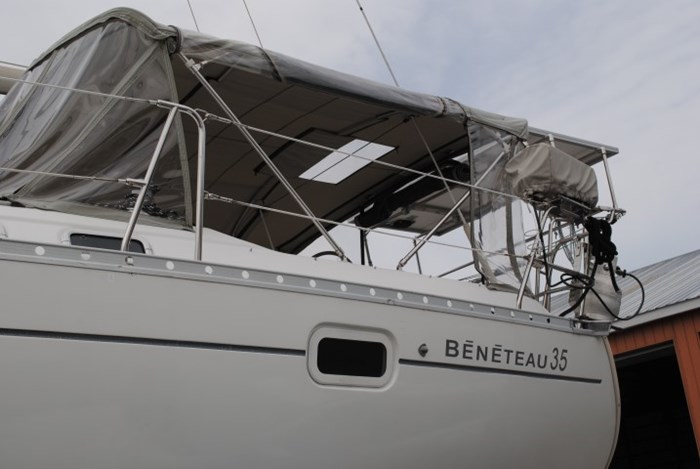 1998 Beneteau Oceanis Photo 6 of 34