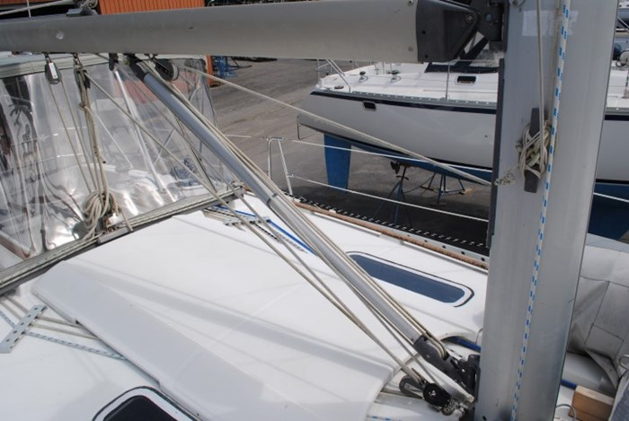 1998 Beneteau Oceanis Photo 16 of 34