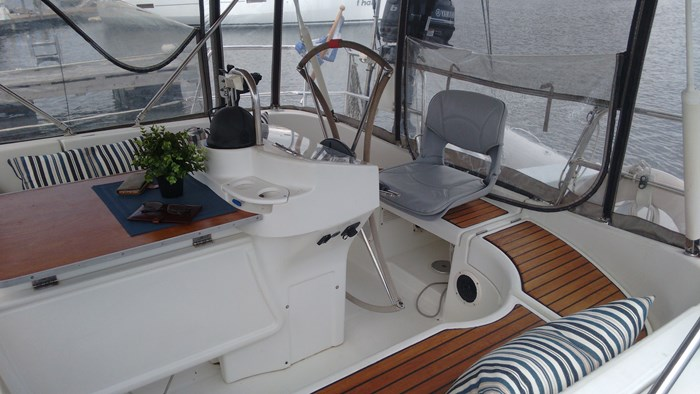 1998 Beneteau Oceanis Photo 11 of 34