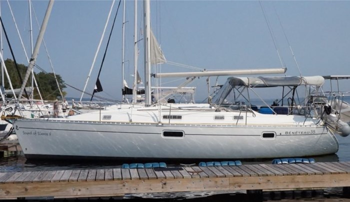 1998 Beneteau Oceanis Photo 2 of 34