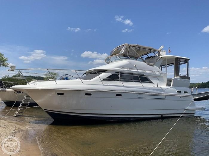 2001 Cruisers Yachts 3750 Motor Yacht Photo 8 sur 20