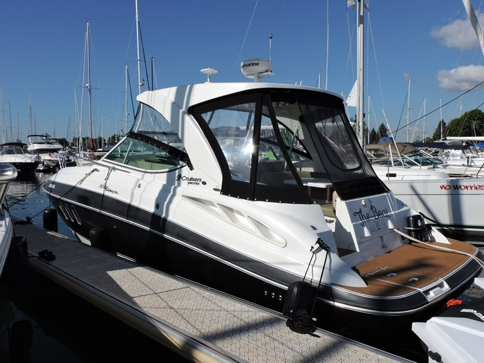 2011 Cruisers Yachts 330 Express Photo 4 of 64