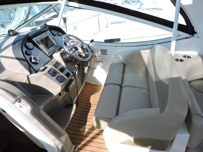2011 Cruisers Yachts 330 Express Photo 15 of 64