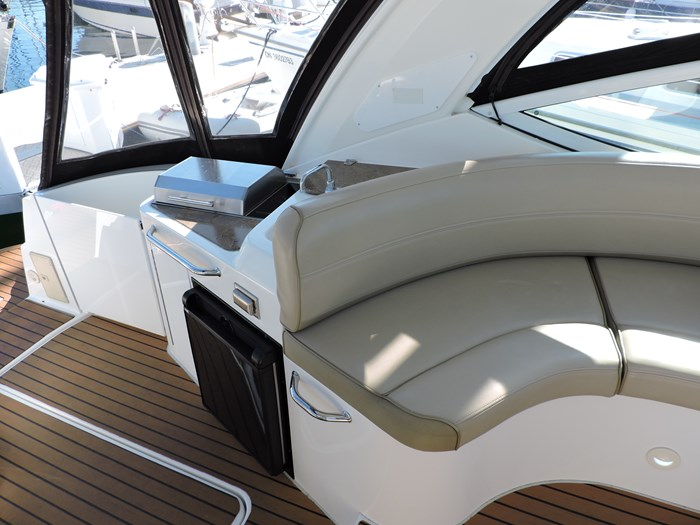 2011 Cruisers Yachts 330 Express Photo 16 of 64