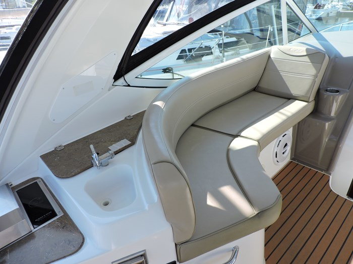 2011 Cruisers Yachts 330 Express Photo 17 of 64