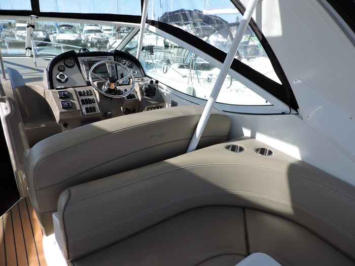 2011 Cruisers Yachts 330 Express Photo 19 of 64