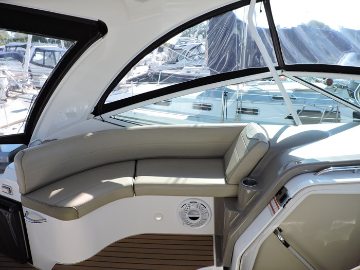 2011 Cruisers Yachts 330 Express Photo 21 of 64