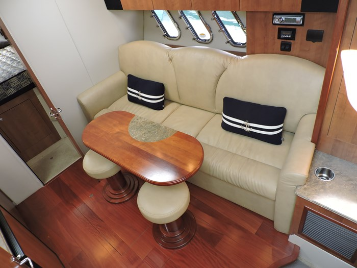 2011 Cruisers Yachts 330 Express Photo 28 of 64