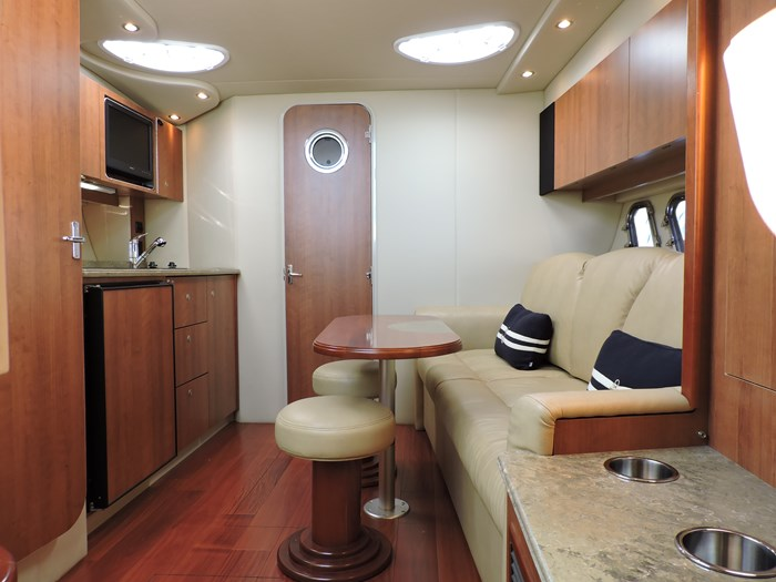 2011 Cruisers Yachts 330 Express Photo 42 of 64