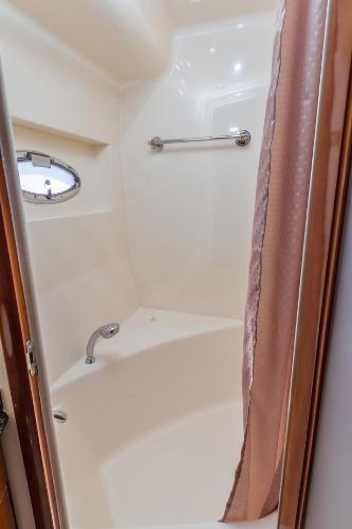 2003 Carver 570 Voyager Pilothouse Photo 21 of 40